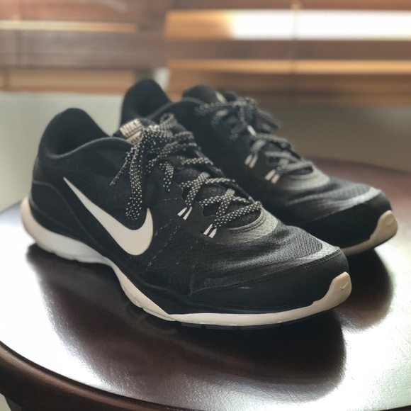 Nike Shoes - Nike Flex TR 5